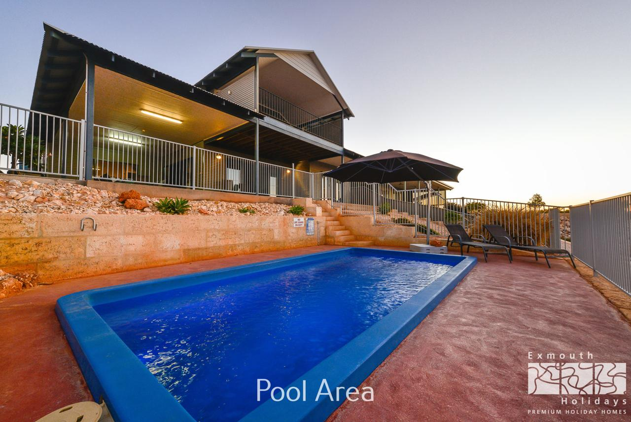 3 Kestrel Place - PRIVATE JETTY  POOL - Accommodation in Brisbane