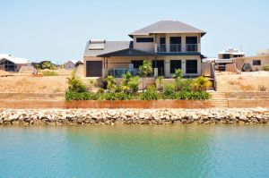 27 Corella Court - Exquisite Marina Home With a Pool and Wi-Fi - Accommodation in Brisbane