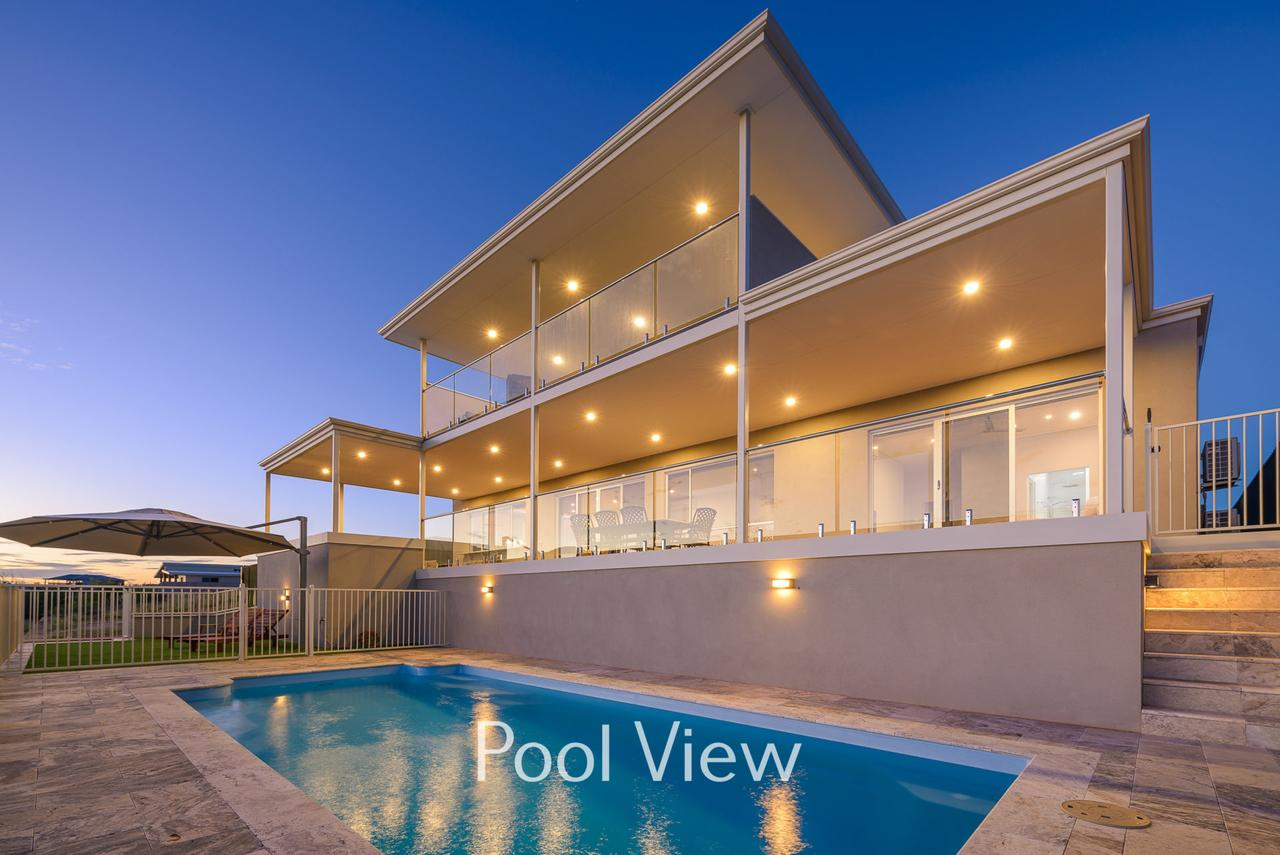 32 Corella Court - Private Jetty and Pool - Accommodation in Brisbane