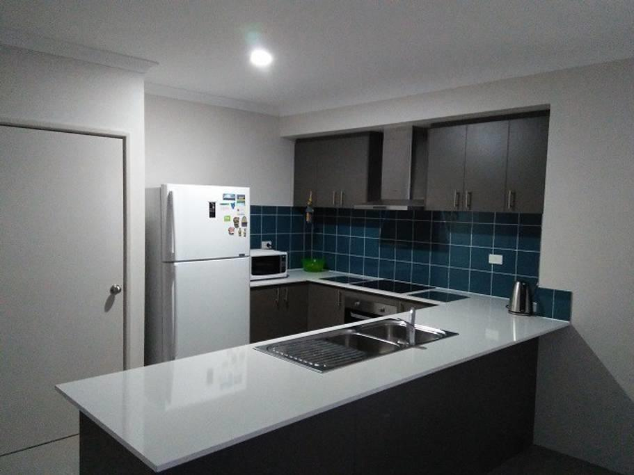 Near Train Station - Accommodation in Brisbane