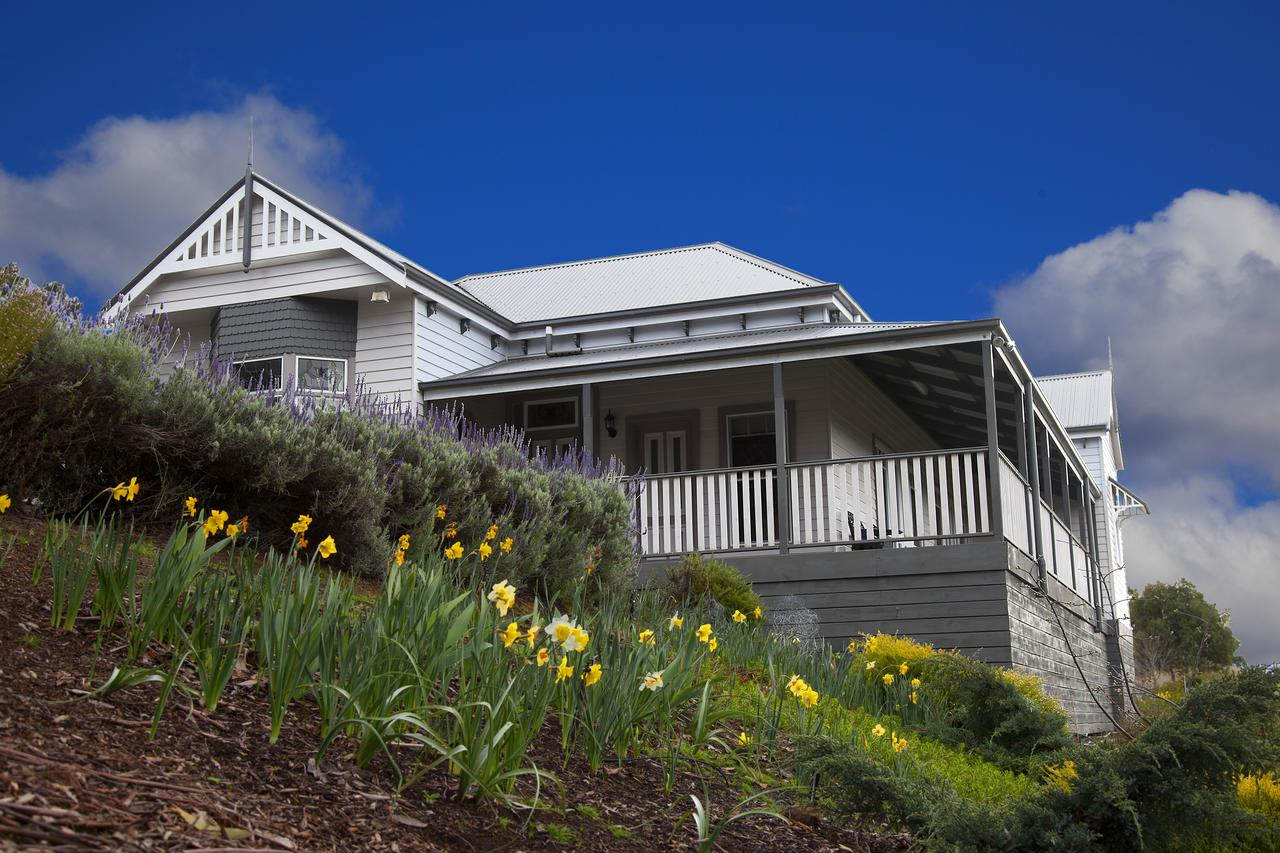 House on the Hill Bed and Breakfast - Accommodation in Brisbane