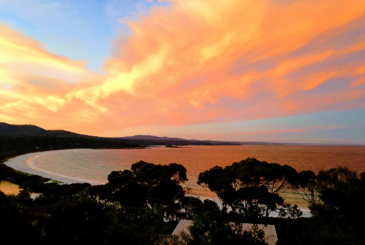 DOLPHIN LOOKOUT COTTAGE - amazing views of the Bay of Fires - Accommodation in Brisbane