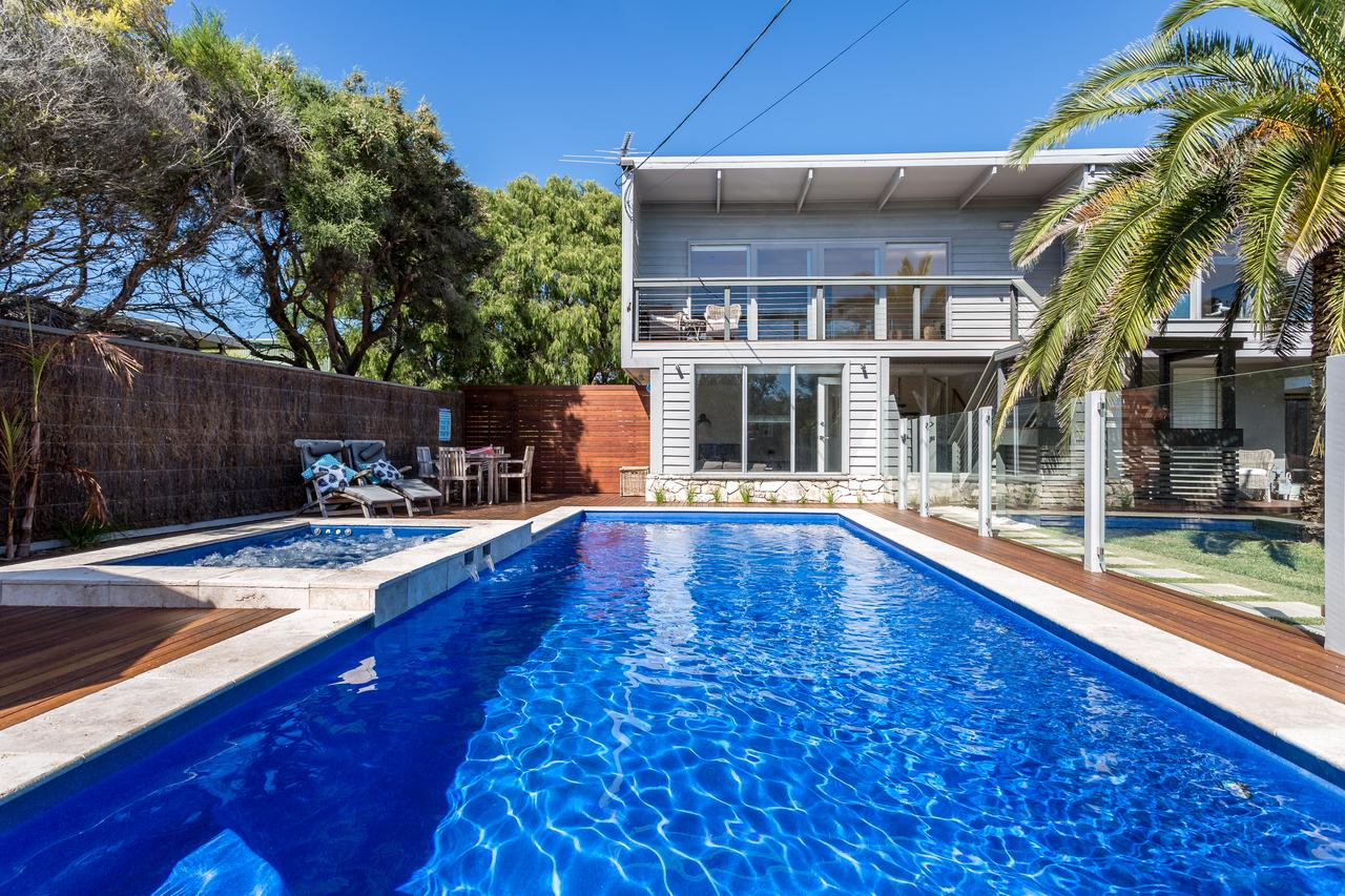 Front Beach House - Accommodation in Brisbane