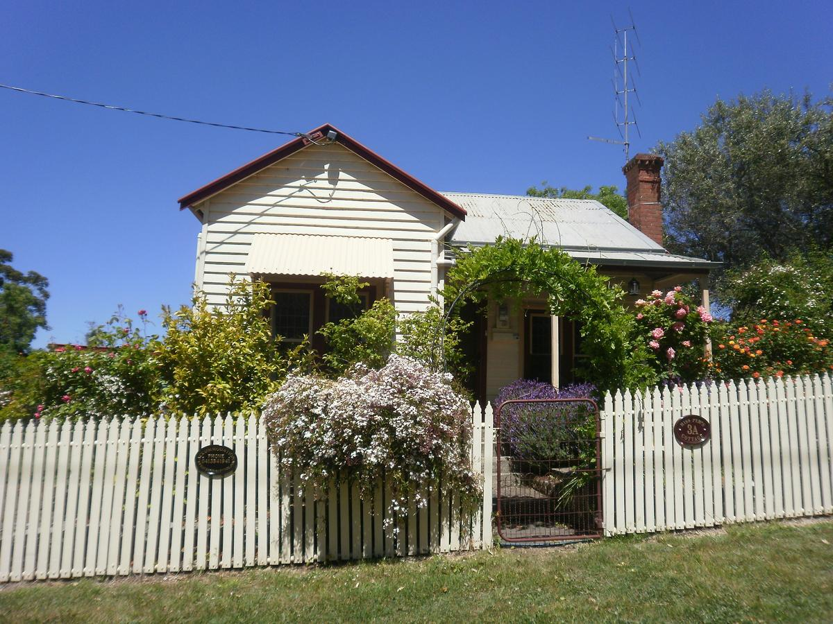 Miss Pym's Cottage - Accommodation in Brisbane