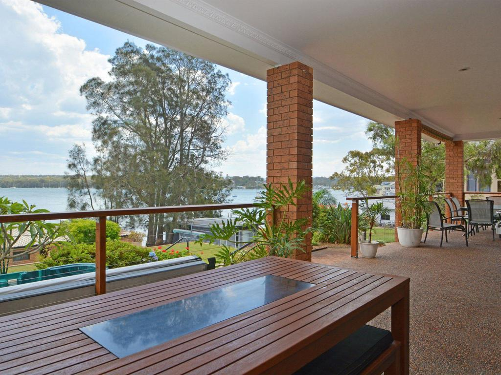 The House on the Lake  Fishing Point Lake Macquarie - honestly put the line in and catch fish - Accommodation in Brisbane