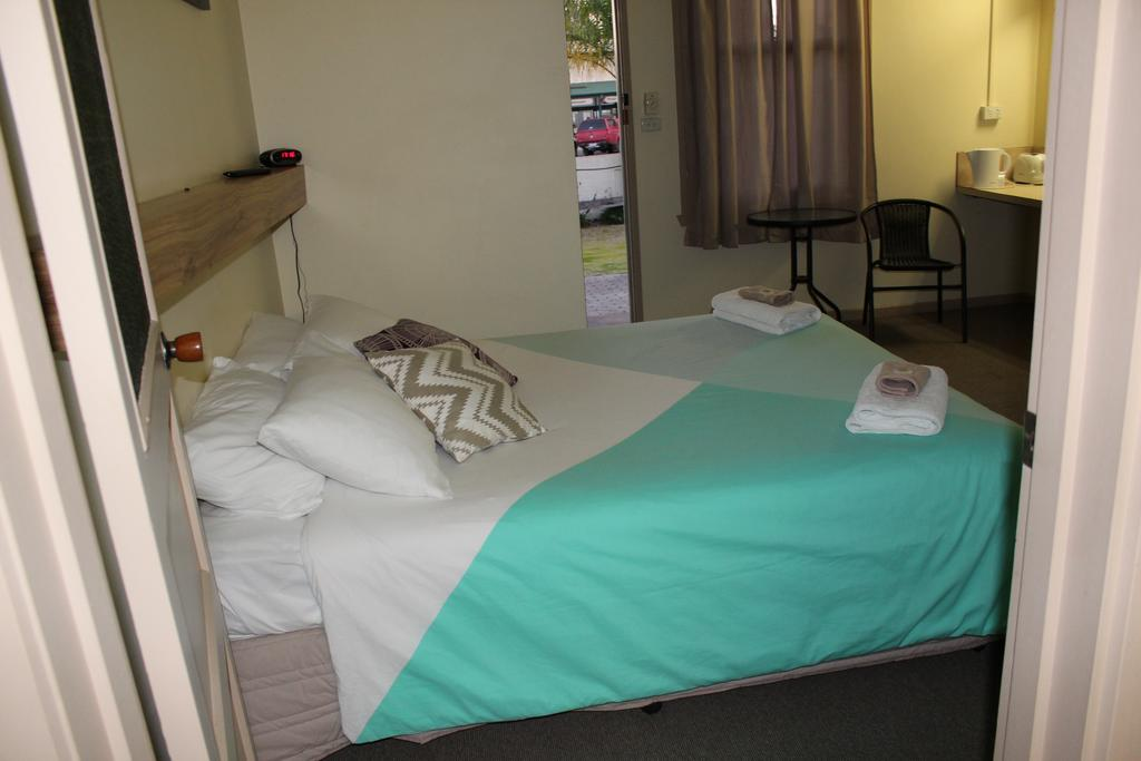 Tocumwal Hotel Motel The Palms - Accommodation in Brisbane