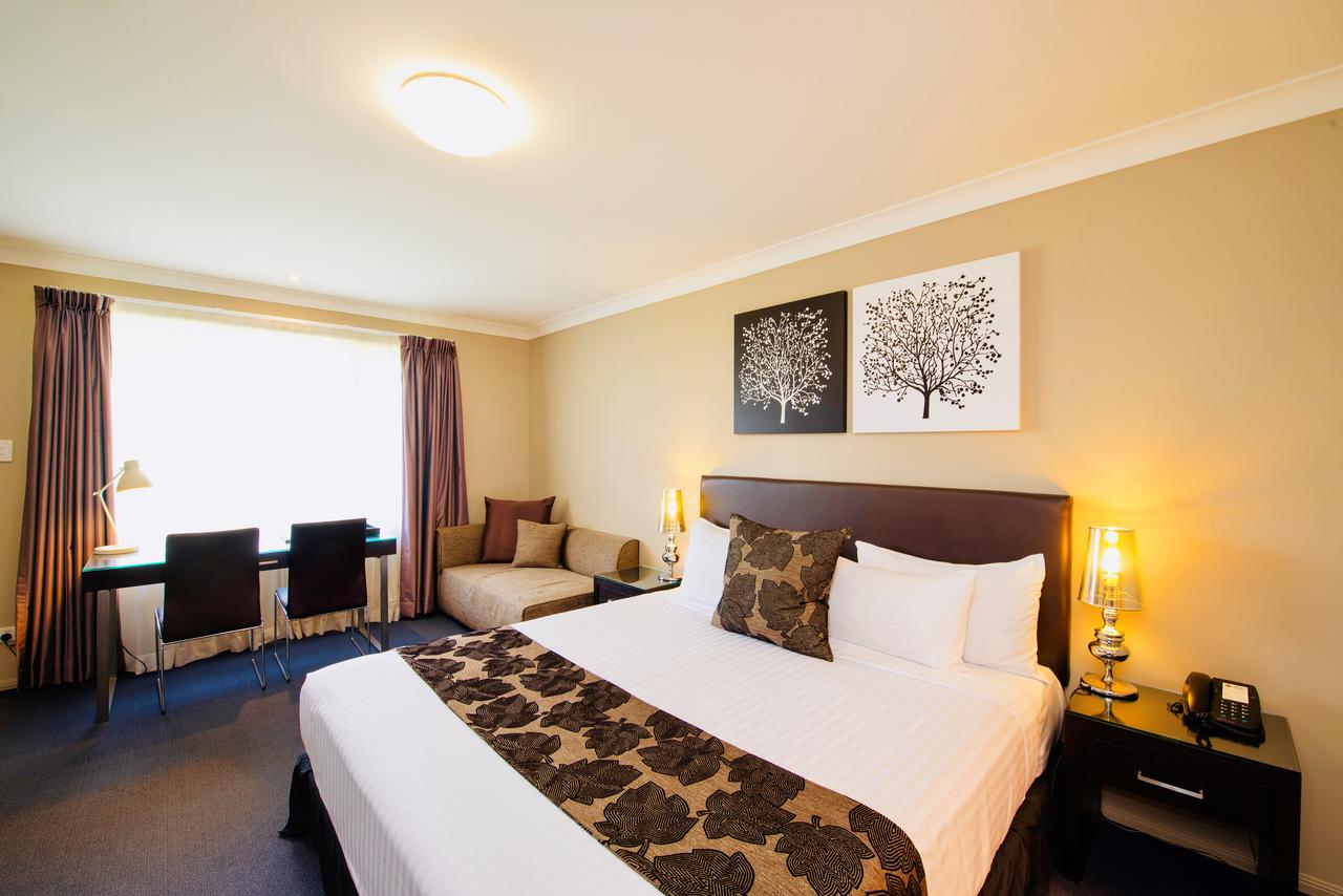 Best Western Plus Ambassador On Ruthven Motor Inn - Accommodation in Brisbane